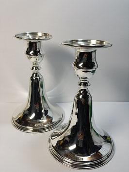 Candelabros lisos em prata