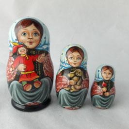 "Matroschka                                 3-teilig ""Mädchen mit Petruschka"""