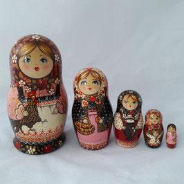 """Matroschka 5-teilig groß    """"Mädchen mit Hänchen""""."""