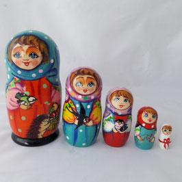 """Matroschka 5-teilig groß    """"Mädchen mit Igel""""."""
