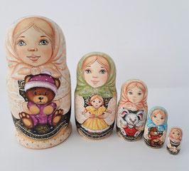 """Matroschka 5 tlg    """"Mädchens mit den Spielzeuge"""""""