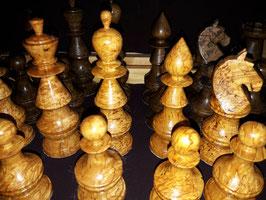 Schachspiel, aus wertvollem Holz  Maserknolle