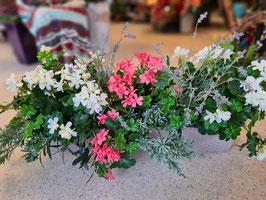 Blumenkasten mit UV-Schutz-Grünbasis