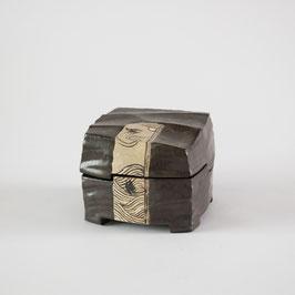黒織部陶箱