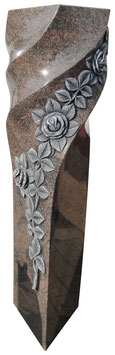 Stele mit Rosenranke