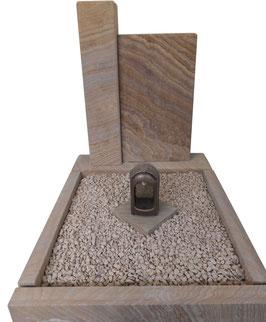 Zweiteiliges Grabmal aus Rainbow Sandstein