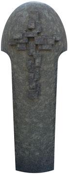 Stele mit handwerklich ausgearbeitetem Kreuz Ornament