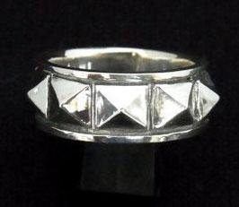 GSTR-001:Studs Ring Large