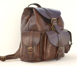 Grosser Rucksack mit Seitentaschen