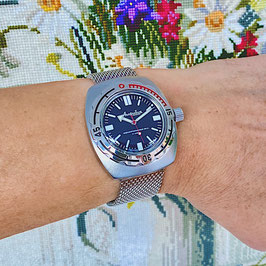 """Russian automatic watch """"AMPHIBIA K-09"""" with glass back an mesh bracelet and glass case back by VOSTOK, 200m water proof, stainless steel, sandblasted, 42x48mm"""