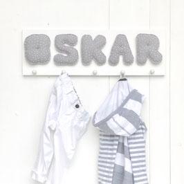 Garderobe MUSSELIN auf weißem Brett, GRAU PÜNKTCHEN