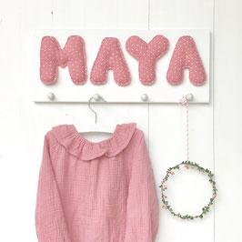 Garderobe MUSSELIN auf weißem Brett, PÜNKTCHEN ROSA