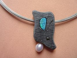 Schieferschmuck mit Perle, Opal und Zirkonia + Stahlseil