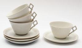 4 kop en schotels van porselein met vierkante oortjes