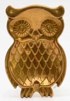 Asbak van brons uitgevoerd in een uiltje