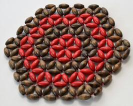 Rood/bruine onderzetter met kraaltjes
