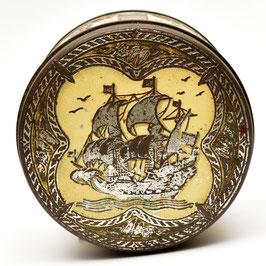 Rond blik met piratenschip