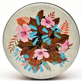 Brocante blik met roze en blauwe bloemen en gouden bladeren