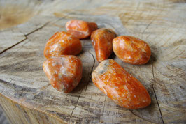 Calcite orange roulée T3