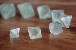 Fluorine octaèdre brute - 6 tailles