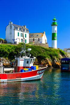 Bateau de pêche au mouillage, port de Doêlan, Finistère . Tirage sur PVC 40*60cm