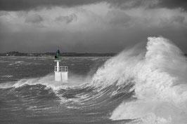 Cadre photo en bois blanc, Le phare de Merquel dans la tempête