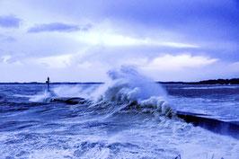 TABLEAU PHOTO PVC/FOREX - Tempête hivernale, le phare de Merquel à l'heure bleue