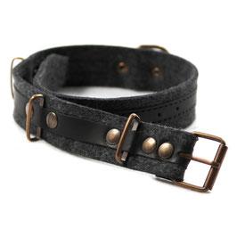 Halsband mit schwarzem Leder