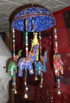 colgante carrusel cesto mimbre con 5 elefantes