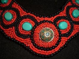Collar tibetano étnico con cuentas turquesita y coral