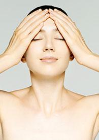 頭皮とコリにアプローチするセルフビューティーマッサージ