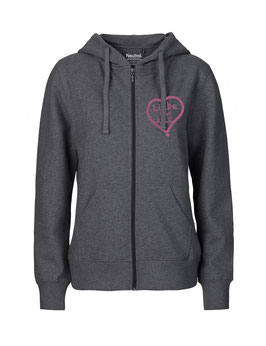 """Taillierter «Liebe für Alle» Zip-Hoodie pink - """"Direkt auf's Herz"""""""