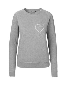 """Taillierter «Liebe für Alle» Sweater weiß - """"Direkt auf's Herz"""""""
