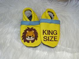 Lederpuschen Löwe King Size gelb/rauchblau Größe 20/21 Einzelstück