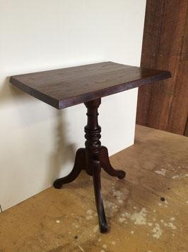昭和レトロな猫脚のサイドテーブル