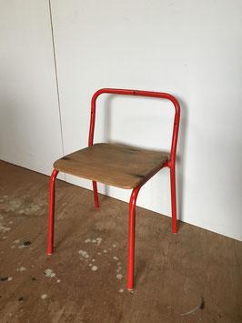 フレームを赤色にリペイント!(古い幼稚園の椅子をリメイクしました)