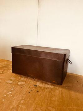 銅の蓋つき収納缶