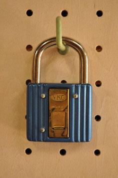 鍵穴隠しプレート付き!レトロな南京錠(45㍉・ブルー)