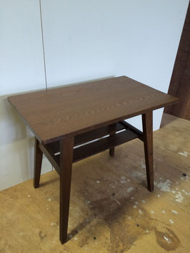 キレイな板目模様のラワンのサイドテーブル