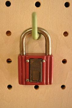 鍵穴隠しプレート付き!レトロな南京錠(30㍉・エンジA)