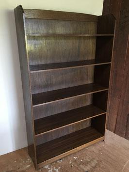 ラワン材の本棚