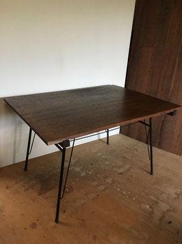 古材の一枚板!ラワン材の鉄脚テーブル