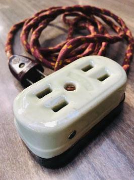 磁器製のコンセントタップ(二つ口)