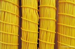 Cordón plástico de PVC amarillo