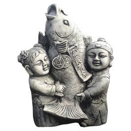 Stein Deko 2 Buddha stehend mit Koi 42cm Formbeton bearbeitet - winterfest