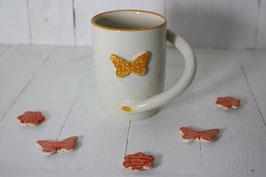 Mug avec anse tournante avec papillon en bas relief