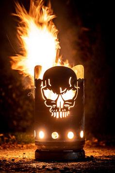 kleine Feuertonne Totenkopf