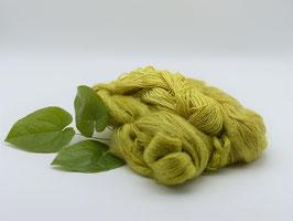 300g pflanzengefärbte Garnmischungen aus Mohair, Seide und Wolle in Gelbgrün und Zitronengelb