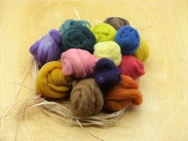 500g pflanzengefärbte Wolle in verschiedenen Farbtönen