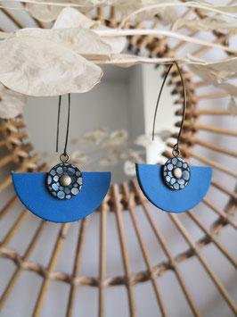 Demi lune motif bulle sur bleu électrique
